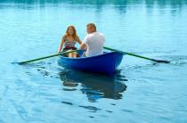 2 - Стеклопластиковая лодка Дельфин
